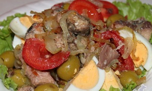 Salad with sardinella and fried onions