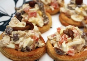 Tartlets with Pacific saury and green peas